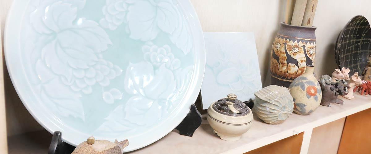 陶芸教室Futabaの人気の陶芸作品が並んだギャラリー