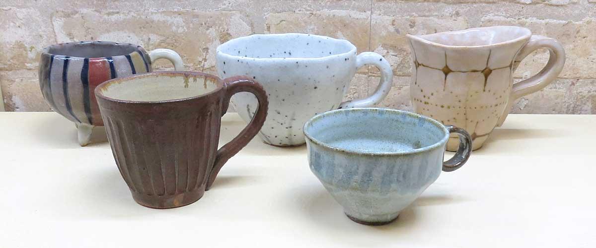陶芸教室Futabaの電動ろくろで成形したカラフルな柄のコーヒーカップ