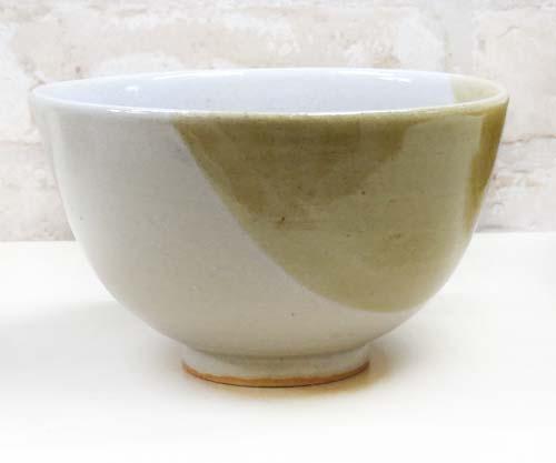電動ろくろ体験で作った2色掛け分けの茶碗
