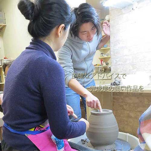 的確なアドバイスで陶芸を教える陶芸教室Futabaの講師