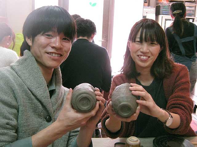 結婚式で両親へのプレゼントを作る陶芸体験プランに参加