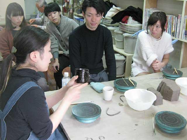 東京都内の陶芸教室Futaba講師のわかりやすいレクチャー