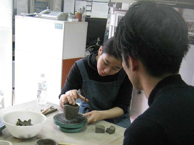 東京都内で体験する・陶芸教室Futabaの講師のレクチャー