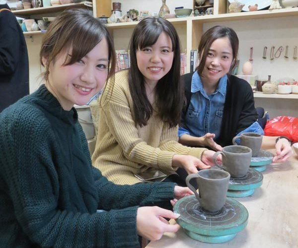女子会で陶芸体験をした後の記念撮影
