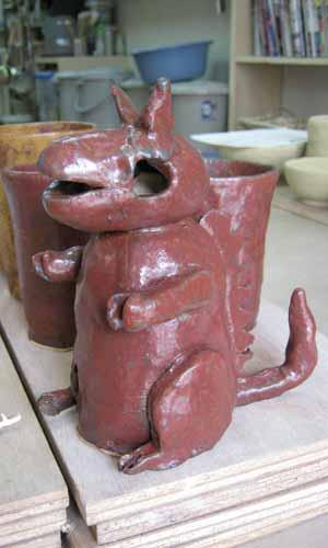 子供が作った陶器の貯金箱