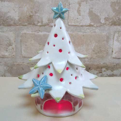 陶芸教室の陶芸体験プランで作った赤く光ったクリスマスツリー