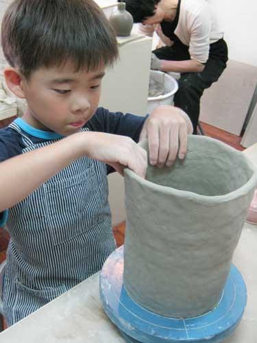 小学生の男子が陶芸教室の会員コースで作った大壺