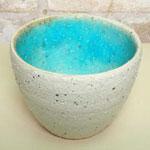白くて内側がブルーの手作り小鉢