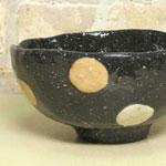 陶芸教室の陶芸体験プランで作った黒い練りこみ象嵌のお茶碗