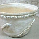 化粧土が塗ってある大型の丸い鉢