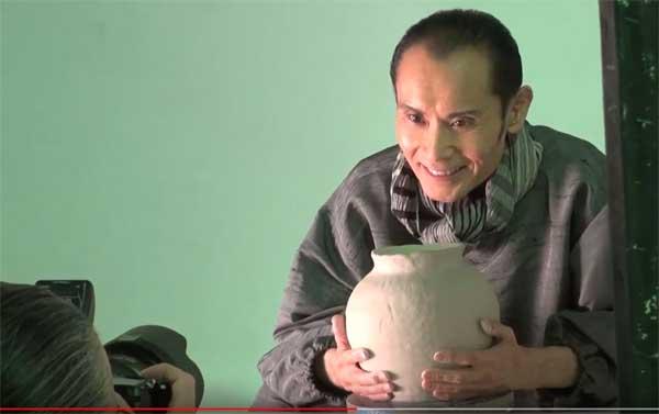 鶴太郎さん、救心のCMで陶芸の壺が完成
