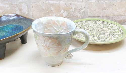 絵付け体験のカップとお皿