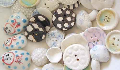 絵付け体験で作った陶器製ボタン