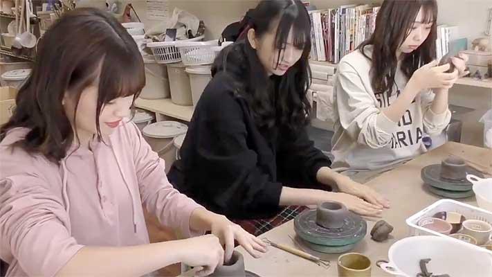 アイドルグループわーすたの陶芸制作の様子