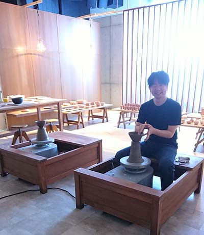 深田恭子ユニクロCM、陶芸ロクロシーンの若林講師